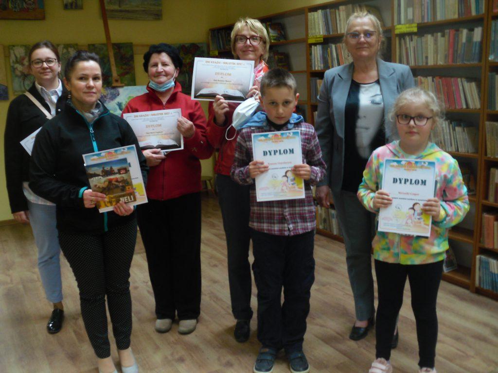 DZIEŃ KSIĄŻKI I BIBLIOTEK 2021 – Wręczenie dyplomów dla najwierniejszych czytelników Bibliotek Gminy Iwonicz-Zdrój